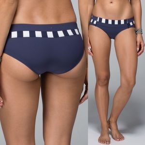 Lululemon Shanti Surf Hipster Cadet Blue sz 8 F43